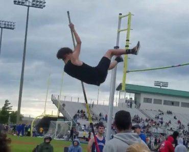 Jovem Atleta Cria Acidentalmente Nova Versão De Salto à Vara Com Efeito De 360º 7