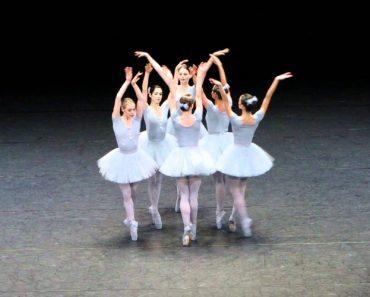 Bailarinas Criam Versão Cómica Com Coreografia Perfeitamente Descoordenada 2