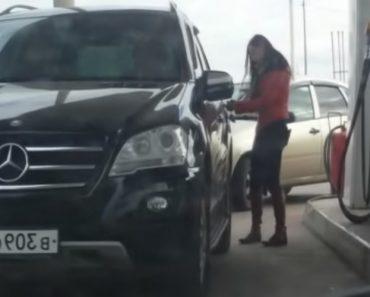 Para Esta Condutora Abrir a Tampa Do Depósito De Um Mercedes Não é Tão Fácil Quanto Parece 7