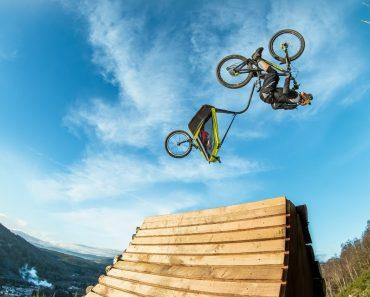 Danny MacAskill Leva Menina Para Passeio De Bicicleta De Nível Extremo 8
