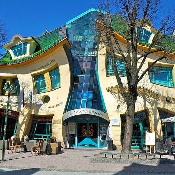 Conheça Krzywy Domek, Um Edifício Disforme Que Encanta Os Visitantes 1