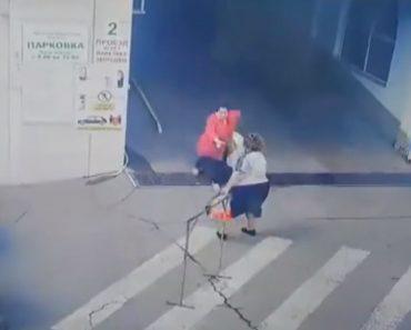 """Pedestre Perde Os """"Travões"""" à Saída De Parqueamento 9"""