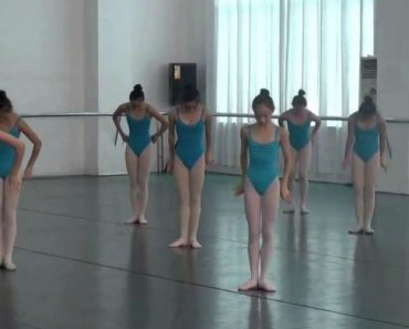 Alunas Fazem Extraordinária Coreografia Combinando Ballet Com Ginástica Acrobática 5