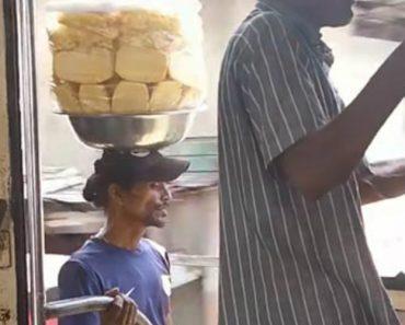 Vendedor Ambulante De Ananás Mostra Como é o Mestre Do Equilíbrio 3