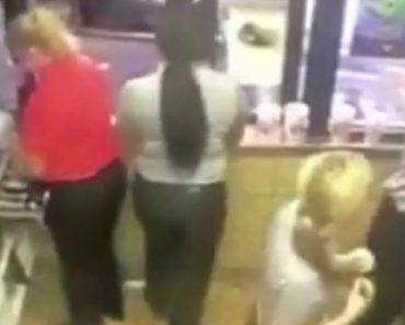 Funcionário Arrepende-se De Não Ter Pedido Ajuda Ao Reabastecer Máquina De Ice Tea 3