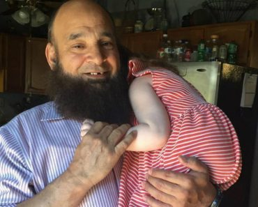 Este Homem Cuida De Crianças Que Ninguém Quer Amar 7
