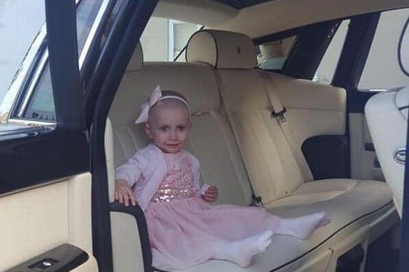 Jovem Leva Irmã De 3 Anos Com Cancro Incurável Ao Seu Baile De Finalistas 2
